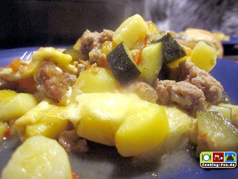 Kartoffel-Mett-Zucchini-Auflauf
