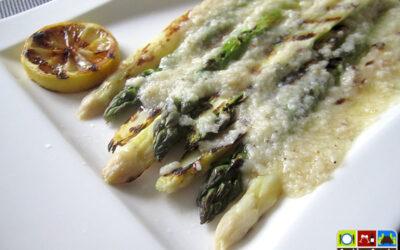 Gegrillter Spargel mit Parmesan