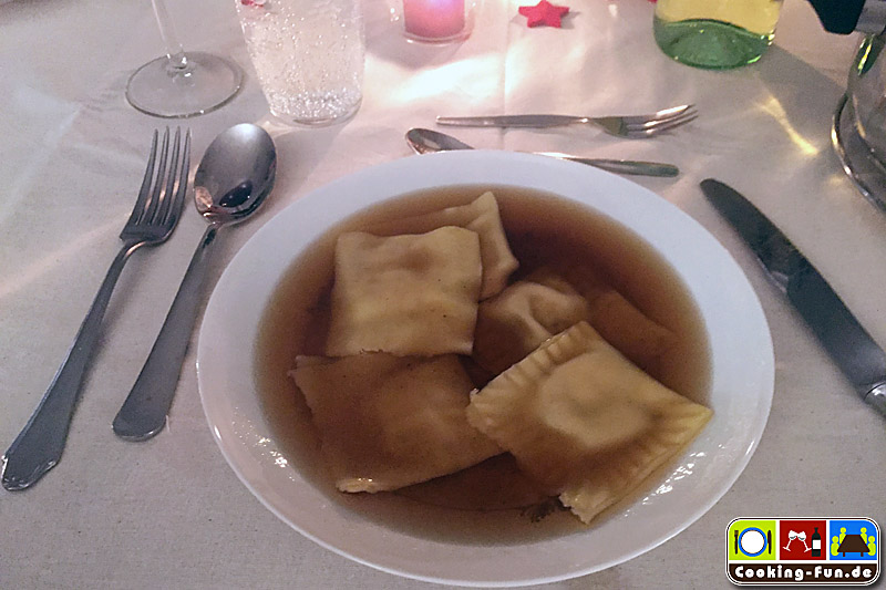 Walnuss-Ravioli in Steinpilzsuppe