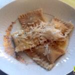 Glutenfreie Spargelravioli mit Zitronenbutter und Parmesan